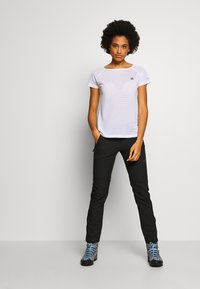 Dare 2B - DEFY TEE - T-shirt med print - white - 1
