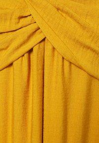 Banana Republic Tall - STRAPPY TWIST FRONT MIDI - Maxi dress - golden yellow - 2