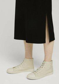 TOM TAILOR DENIM - Jersey dress - deep black - 4