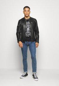 Key Largo - MOTORBIKE ROUND - T-shirt z nadrukiem - black - 1