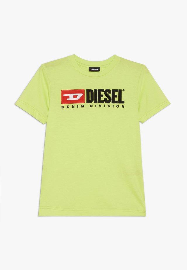 TJUSTDIVISION - Print T-shirt - sulphur spring
