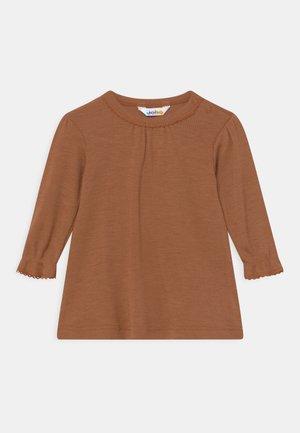 DRESS - Žerzejové šaty - brown