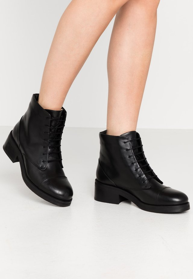 DISTRICT LACE UP BOOT - Bottines à lacets - black