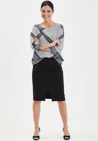 Fransa - FRITSTRETCH - Blyantnederdel / pencil skirts - black - 1
