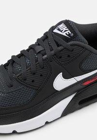 Nike Sportswear - AIR MAX 90 UNISEX - Sneakers laag - dark smoke grey/white/black/university red - 5