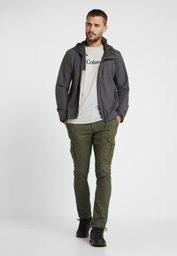 Columbia - DESCHUTES RIVER CARGO PANT - Trousers - peatmoss - 1