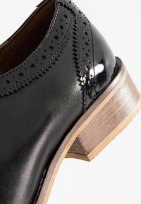 mint&berry wide fit - Stringate - black - 2