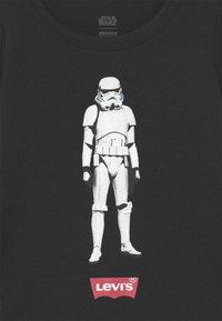 Levi's® - STAR WARS STORM TROOPER - Print T-shirt - black - 2