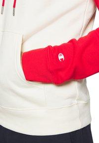 Champion - LEGACY CREAM&COLOR - Felpa con cappuccio - off-white/red - 6