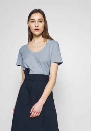 T-SHIRT, SHORT SLEEVE, ROUND NECK - Basic T-shirt - light blue