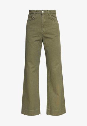 MAGAZINE PANT - Pantalones - military