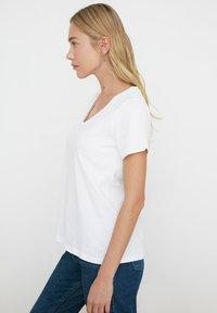 Trendyol - Basic T-shirt - white - 2