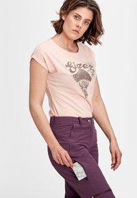 Mammut - RUNBOLD ZIP OFF WOMEN - Outdoor trousers - blackberry - 3