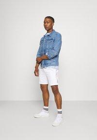 Calvin Klein Jeans - PRIDE GRAPHIC UNISEX - Short - bright white - 1