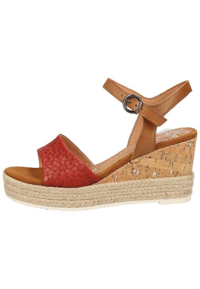 MARCO TOZZI SANDALEN - Højhælede sandaletter / Højhælede sandaler - chili comb 543