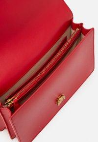 Pinko - LOVE CLASSIC ICON SIMPLY SETA ANTIQU - Across body bag - red - 4