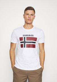 Napapijri - SELLYN - T-shirt med print - bright white - 0