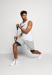 Nike Performance - SHORT - kurze Sporthose - dark grey heather - 1