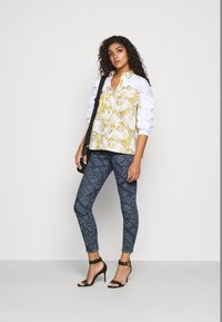 Versace Jeans Couture - Vaqueros pitillo - indigo - 1