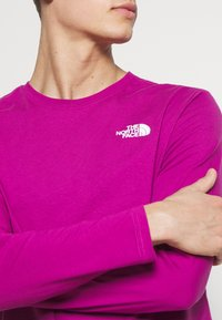 The North Face - MENS BOX TEE - T-shirt à manches longues - wild aster purple - 4