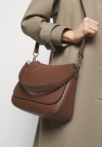 FLAP SHOULDER BAG - Handbag - hazelnut