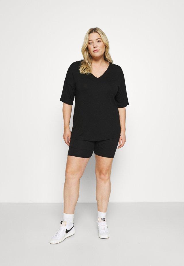 PLUS V NECK TEE SHORT CO ORD - Shorts - black