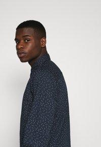 Jack & Jones - JORDUDE SLIM FIT - Shirt - navy blazer - 4