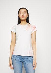 Ted Baker - SERAHNA - T-shirt imprimé - cream - 0