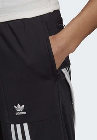 adidas Originals - DANIËLLE CATHARI JOGGERS - Pantalon de survêtement - black - 4