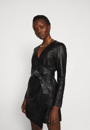ELECTRA - Pouzdrové šaty - black