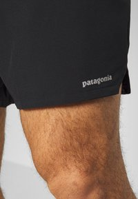 Patagonia - NINE TRAILS SHORTS - kurze Sporthose - black - 3