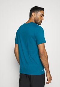 Nike Performance - DRY TEE CREW SOLID - Basic T-shirt - green abyss/black - 2