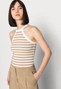 Selected Femme - SLFTINNI-PORTA WIDE PANT - Pantalon classique - kelp - 3