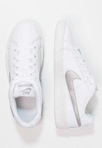 Nike Sportswear - COURT ROYALE - Baskets basses - weiß - 1