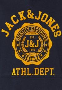 Jack & Jones - JJFLOCK HOOD - Hoodie - navy blazer - 2
