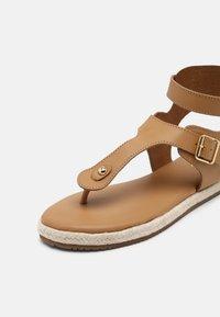 YAS - YASRAFFA - T-bar sandals - biscuit - 7
