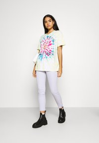 Hollister Co. - OVERSIZED TREND TEE - Print T-shirt - spiral wash - 1