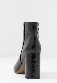 Topshop Wide Fit - WIDE FIT HACKNEY - Ankle boots - black - 5