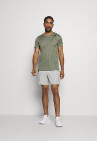 adidas Performance - HEAT.RDY TRAINING SLIM SHORT SLEEVE TEE - T-shirt imprimé - legend green - 1