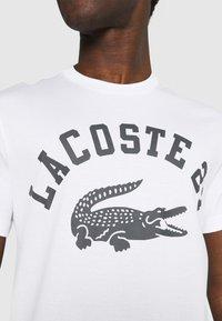 Lacoste - Print T-shirt - blanc - 6