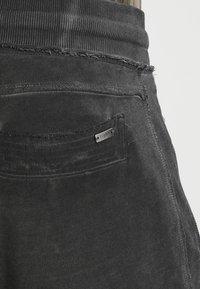 Tigha - TREVOR ZIP - Pantalones deportivos - vintage grey - 4