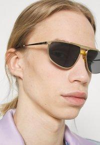 Gucci - Solglasögon - gold-coloured/gold-coloured/blue - 1