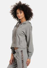 Vive Maria - Zip-up sweatshirt - grau meliert - 2