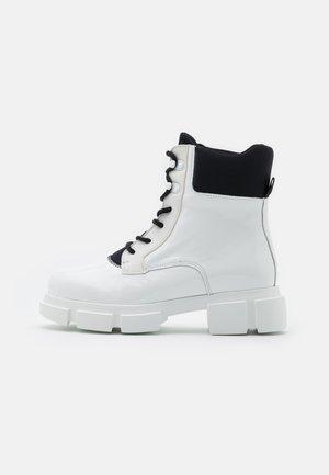 VELAR BOOT - Kotníkové boty na platformě - white