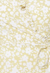 Glamorous Petite - DITSY MIDI WRAP DRESS PETITE - Vestito estivo - beige - 2