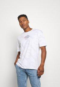 Jack & Jones - JORLOGGS TEE CREW NECK  - T-shirts print - white - 0