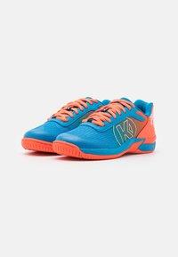 Kempa - ATTACK 2.0 JUNIOR UNISEX - Handball shoes - blue/flou red - 1