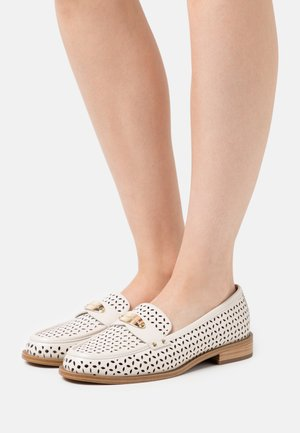 FINLEY LOAFER - Loaferit/pistokkaat - light cream