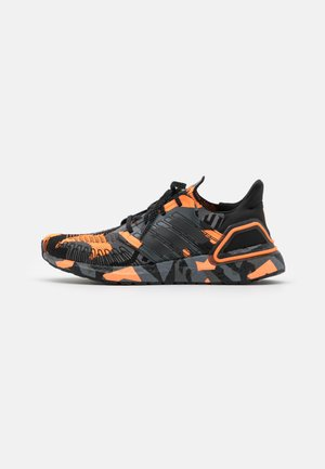 ULTRABOOST 20 PRIMEBLUE PRIMEKNIT RUNNING SHOES - Obuwie do biegania treningowe - core black/signal orange