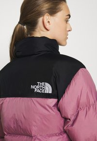 The North Face - W 1996 RETRO NUPTSE JACKET - Dunjakke - mesa rose - 6